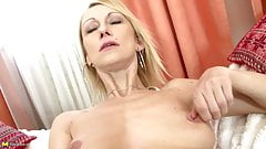 Sexy mature slim mother with thirsty vagina