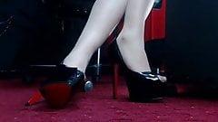 Marion's pantyhosed feet in heels