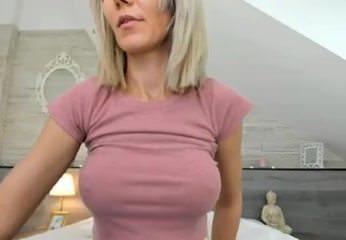 Sweet milf shows tits