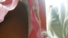 Upskirt a nalgona + tanga roja + frontal !!