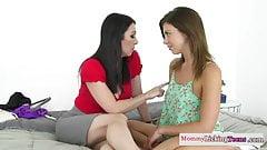 Queening milf rubs tittie against teens clit