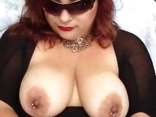 Hot bbw in sunglasses masturbates with hitachi