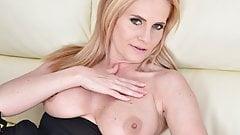 Gorgeous blonde MILF Lili Peterson's Thumb