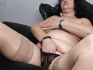 Chubby mature mom and her hungry vagina