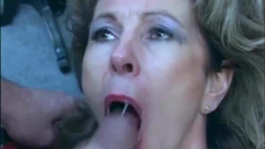 er schluckt sperma