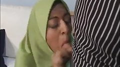 ARAB WOMEN IN HIJAB IS SUCKING DICK & FUCKING