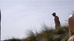 yoyeur in the dunes
