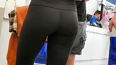 HOT!  Candid College Ass in Leggings