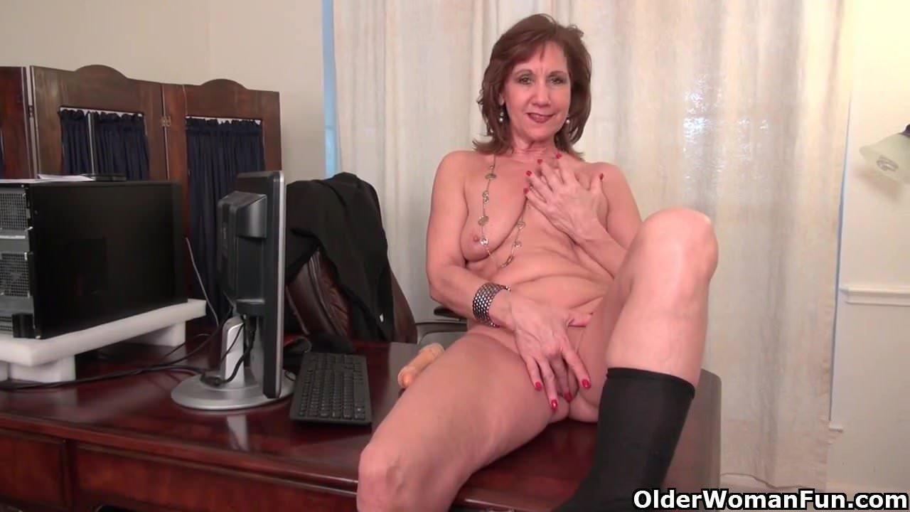 Sex bomb mature mom takes young cock