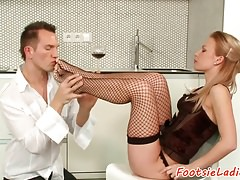 Toelicked euro seduces her lover