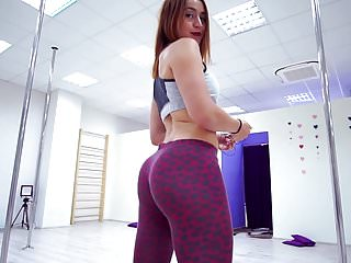 White Girl Twerk in Tight Leggings