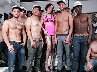 Download video bokep Mature Italian enjoys Interracial Gangbang with 14 studs Mp4 terbaru
