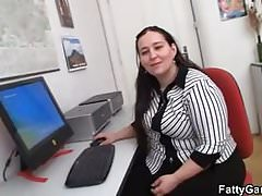Office plumper fucks her client