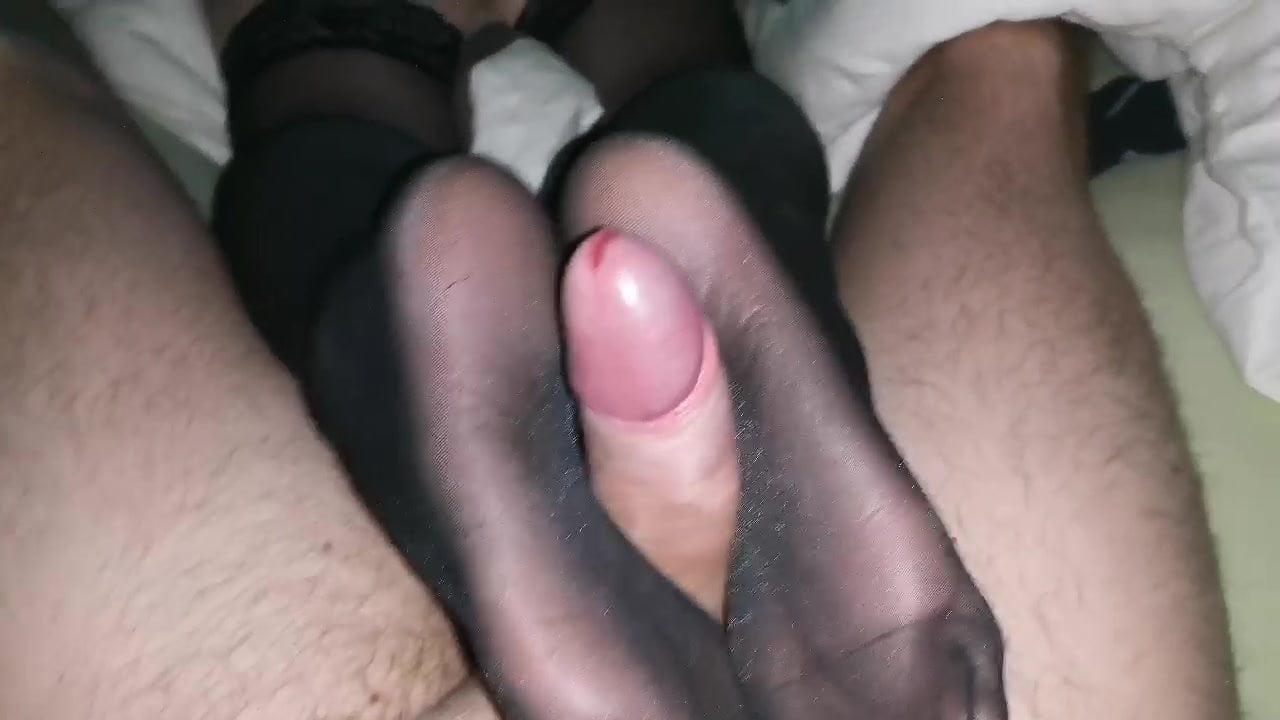 Amatuer Nylon footjob soles reverse POV