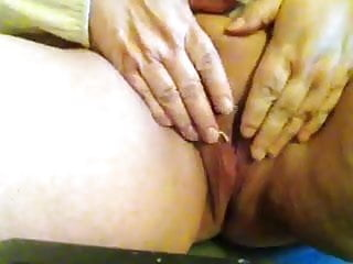 SHARIE shows pussy