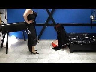 Sklavin Kasandra bewirbt sich um einen Job bei Mistress Jana