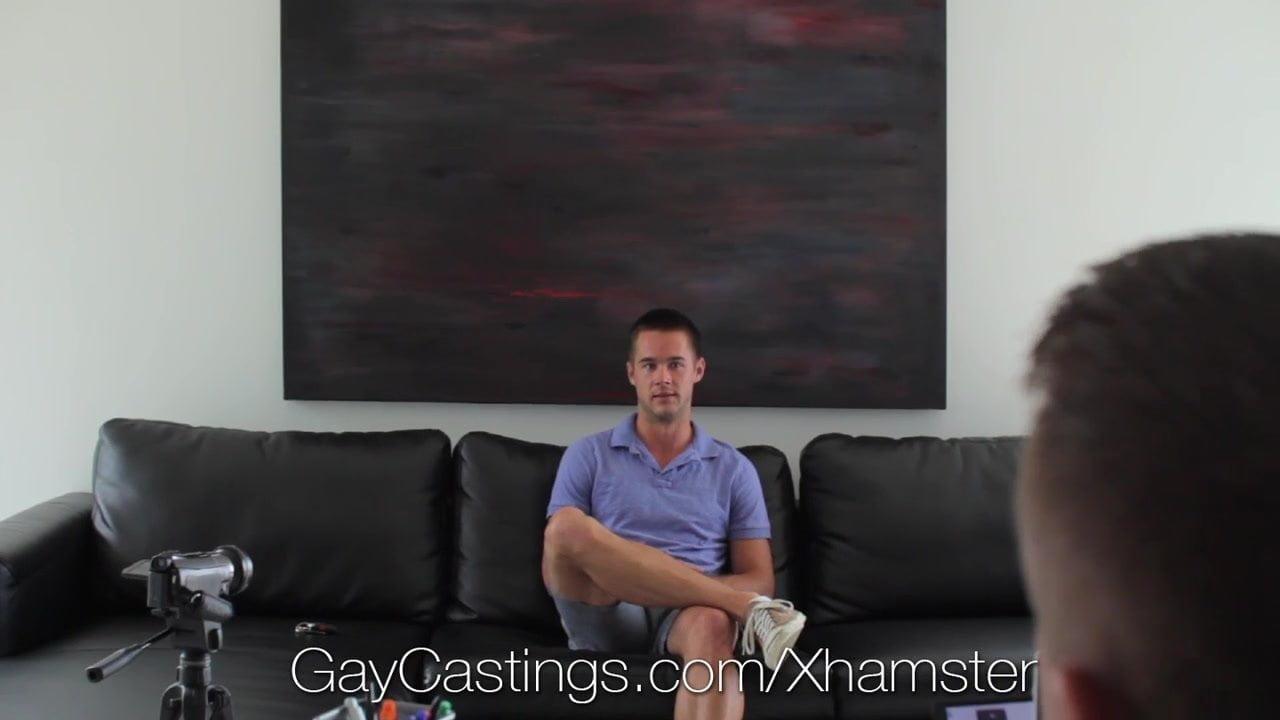 Muscular jock wanks his cock at gaycastings