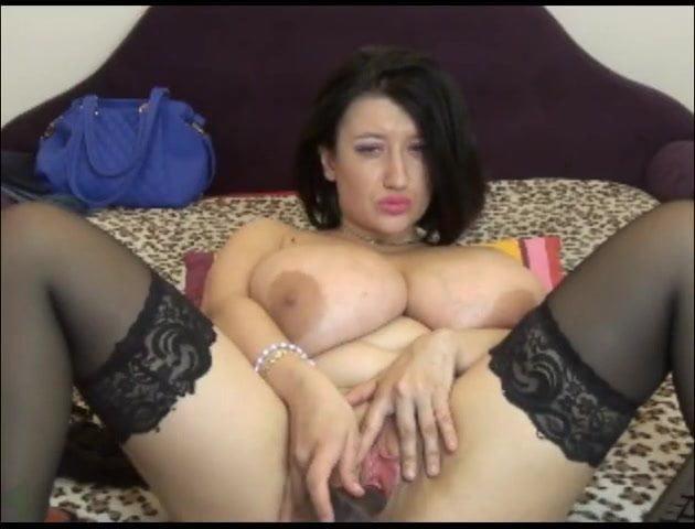 Puttana si masturba con dildo al webcam in diretta