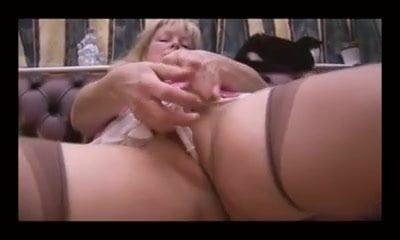 Panty tease Cindy mature babe