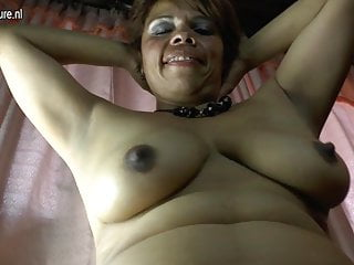 Amateur Latina mature mom and her hairy pussy