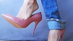 Pink pumps and jeans (1 part)