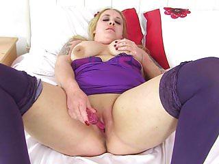 British BBW milf Sookie Blues fucks herself with a dildo