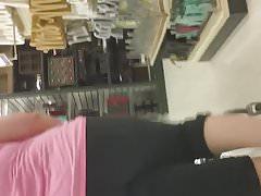 Big jiggly white booty in leggings