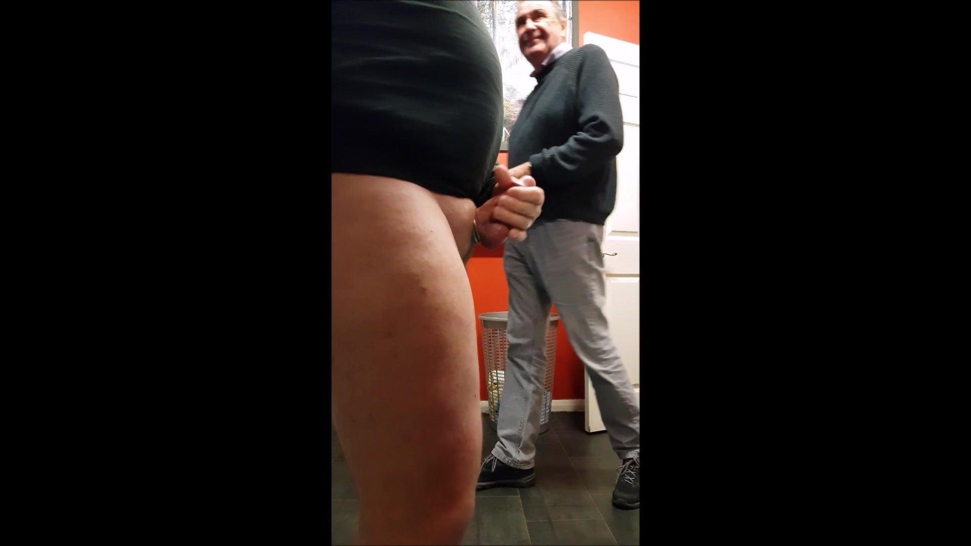 Дрочево в мужских раздевалках видео