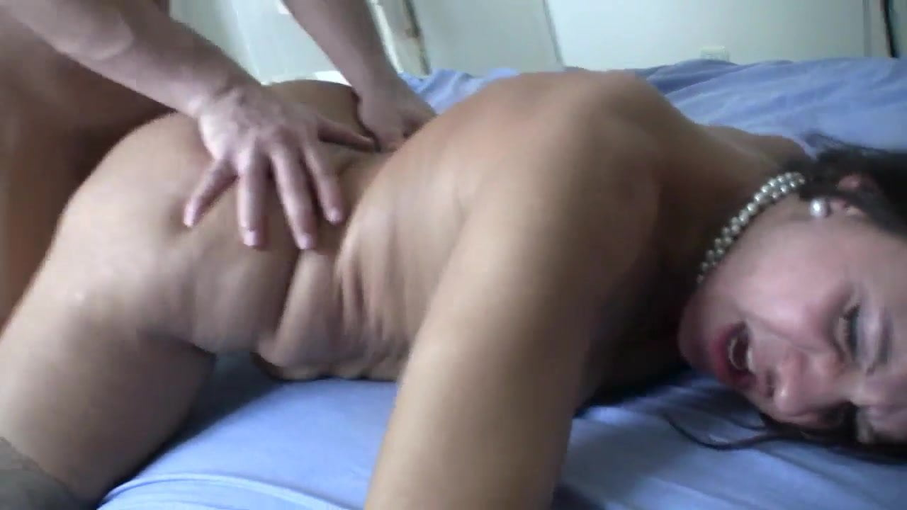 Mature woman nude anal