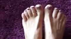 Lady Laura - sexy feet! Teaser