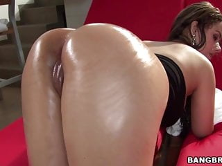 Round ass Sofia takes a hard cock in her pussy