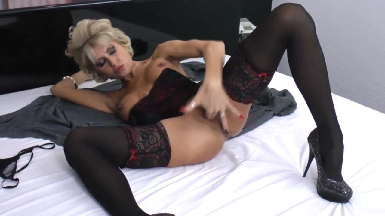 Awesome Mature With Stocking And Heels Masturbating Hd-9610