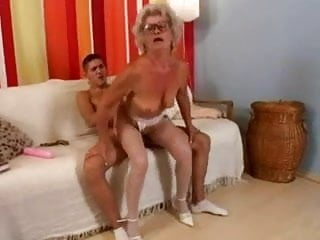 Download video bokep Granny and not her grandson Mp4 terbaru