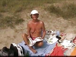 exhibition et masturbation sur la plage