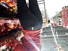 Gigivid teen supermarket worker