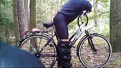 Mein Fahrrad fickt mich in den Arsch in Lycra Radlerhose