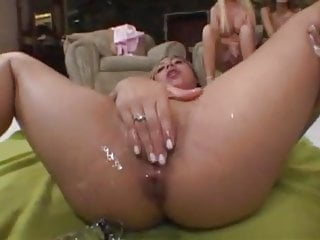 Cute babe with a subtle anal prolapse while dildoing