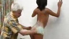 OLD MAN SHAVE A TEEN PUSSY AND FUCK HER HARD - JP SPL