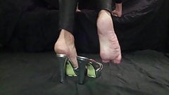 Cd naked feet in silver high heels see toes and soles