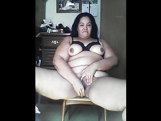 Latina BBW dildoes her pussy good