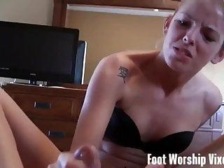 Bella Can T Resist Worshiping Macy S Feet