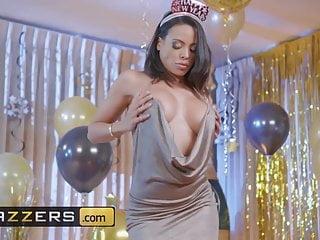 Año Nuevo Follando La Nena Del Vestido Sexy - Luna Star