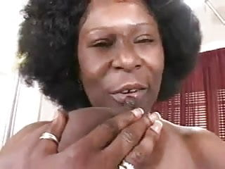 Download video bokep Black Power Mom show her Giant Tits Mp4 terbaru