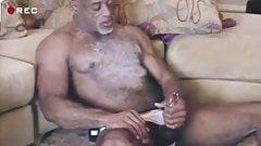 Hot muscled mature black guy wanking