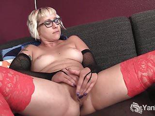 Yanks Blondie Vi Gets Off Watching Porn
