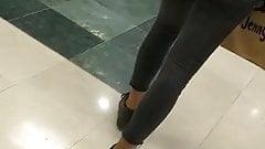 Jolie petit cul en jean noir