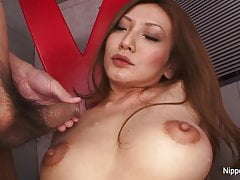 Sexy babe masturbates while she gets loads blown on her face