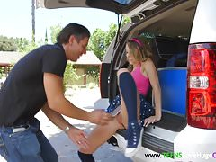 Oldvsyoung buttplug teen pussyfucked outdoors