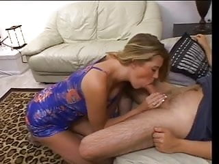 Blonde chick gets her pussy stretched