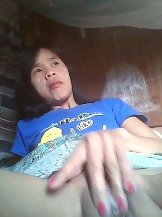 Burmese mother fingerfuck her massive gap